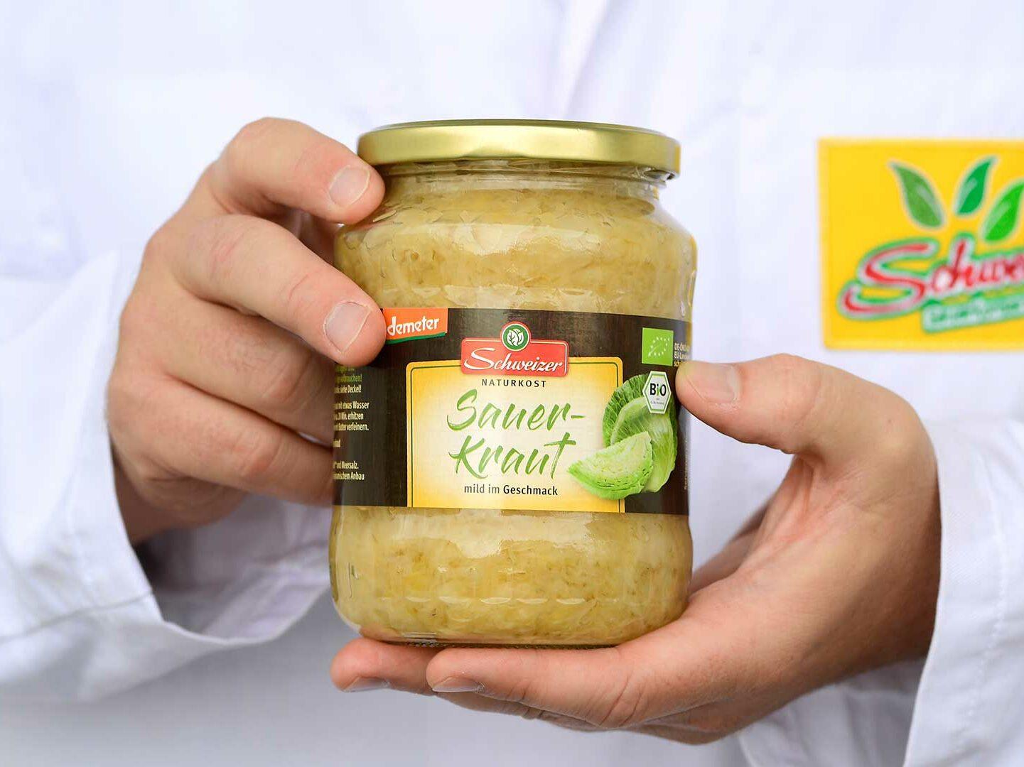 Ein Glas Sauerkraut von Schweizer Naturkost