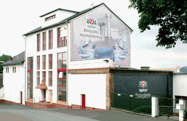 Das Firmengebäude der Brauerei Neunspringe