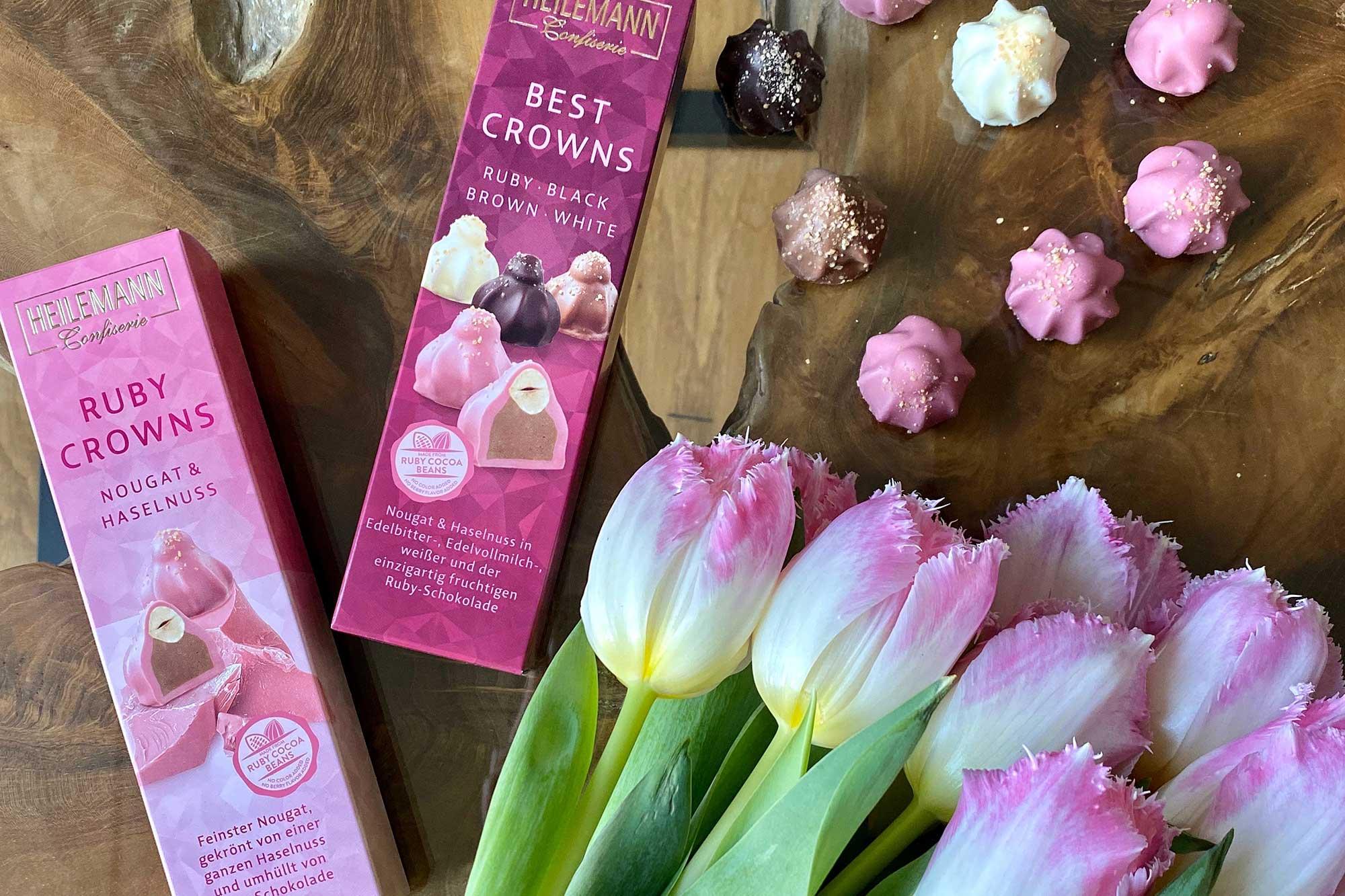 Viba Ruby Crowns und Best Crowns neben pinken Tulpen